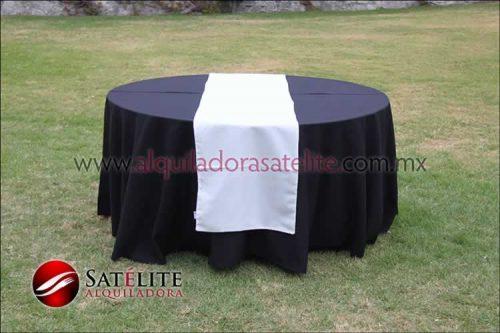 Mantel redondo negro camino blanco
