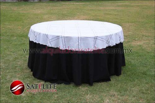 Mantel redondo negro deshilado blanco