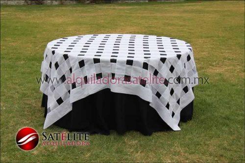 Mantel redondo negro entrelazado blanco
