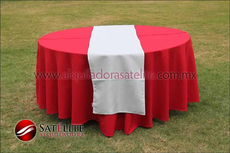 Mantel redondo rojo camino blanco