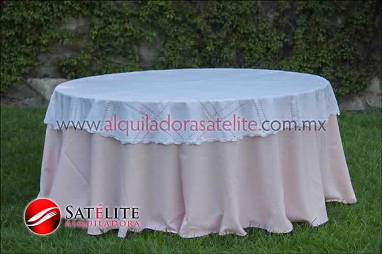 Mantel redondo rosa claro deshilado blanco