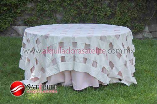 Mantel redondo rosa claro entrelazado manta