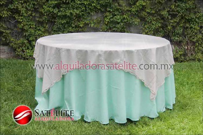 Mantel redondo verde agua deshilado beige