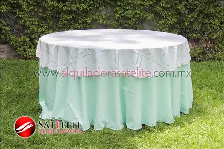 Mantel redondo verde agua deshilado blanco