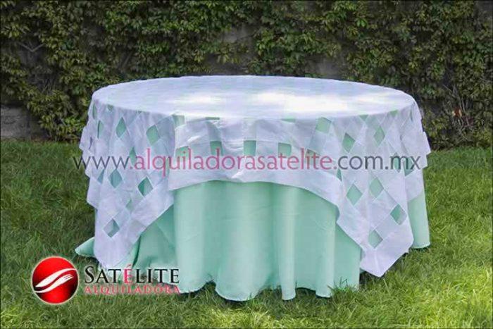 Mantel redondo verde agua entrelazado blanco