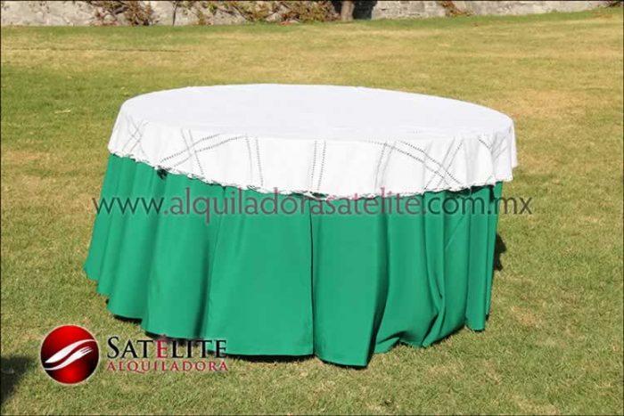 Mantel redondo verde bandera deshilado blanco