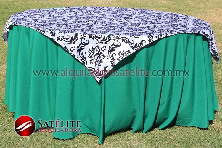 Mantel redondo verde bandera estampado blanco y negro