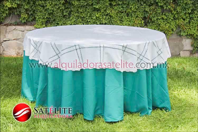 Mantel redondo verde jade deshilado blanco