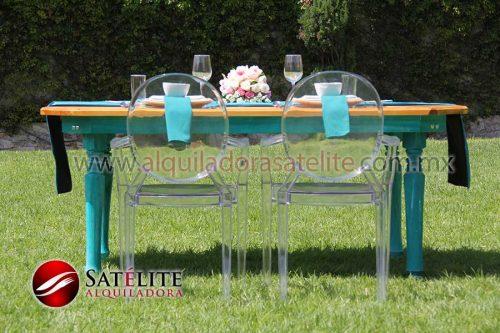 Sillas Ghost y mesa de madera verde