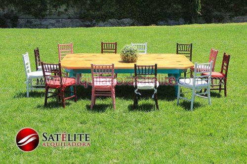 Sillas Tiffany infantiles y mesa de madera verde